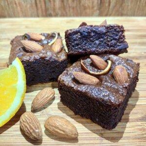 Brownie de chocolate 70%, laranja e amêndoas Pólen sem glúten